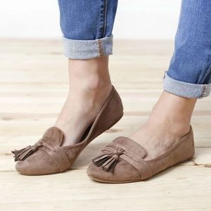 Shoes - 5⭐️TAUPE TASSEL SLIP ON POINTED TOE LOAFERS FLATS